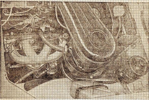 Вид на двигатель с правой стороны
